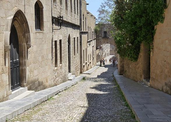 street-of-kinghts-in-rhodes