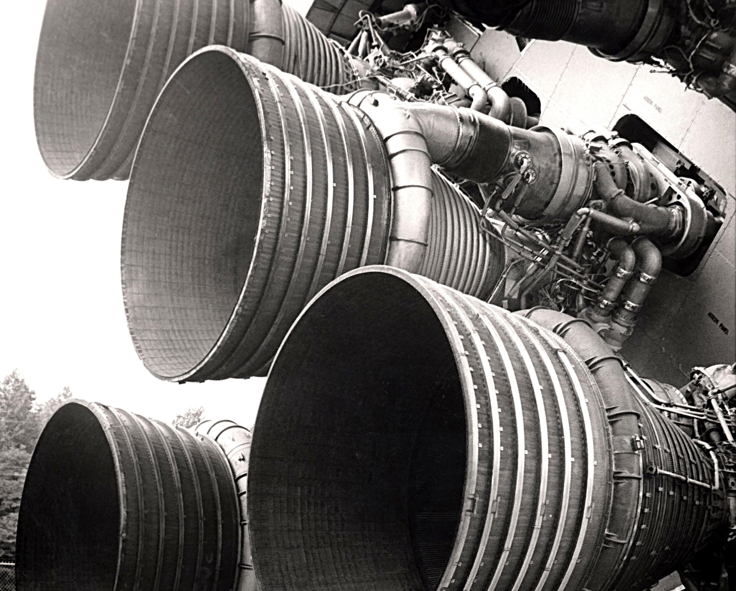 S-IC_engines_and_Von_Braun CROP